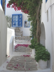 romantik Yunan tarzı ara sokaklar